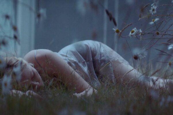 Sześć impresji o dorastaniu i performowaniu dziewczęcości/kobiecości w rolach Kirsten Dunst